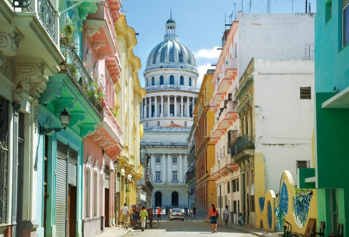 Один из красивейших городов планеты, столица республики Куба, находится в северо-западной части острова на берегу Мексиканского залива.