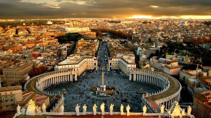 Карликовое государство-анклав внутри территории Рима.