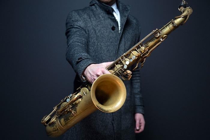 Известный бельгийский изобретатель Адольф Сакс изобрел в 1840 году саксофон.