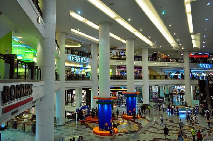 Малайзия. Куала-Лумпур. Торгово-развлекательный комплекс с парком развлечений.