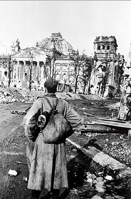 Боец-пехотинец, который дошел до Берлина. Перед рейстагом.