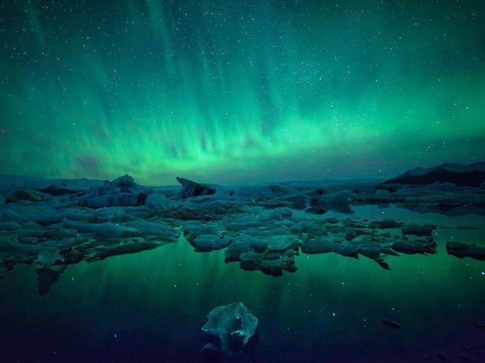 Ночное зарево, Исландия. Фотограф: Jokulsarlon Lagoon.
