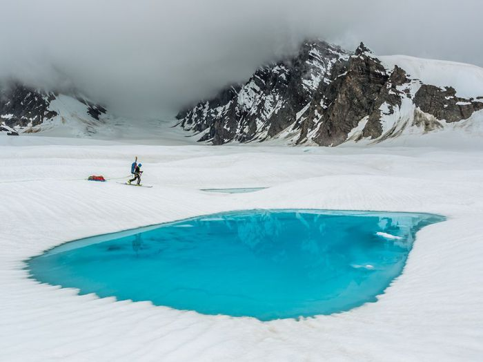 Сапфировое озеро на вершине ледника, Аляска. Фотограф: Aaron Huey.