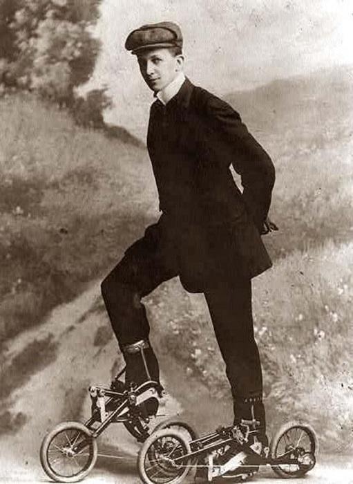 В Швеции и Дании в начале 20-го века, получили популярность педальные ролики Takypod, изобретенные Эдвардом Петрини.
