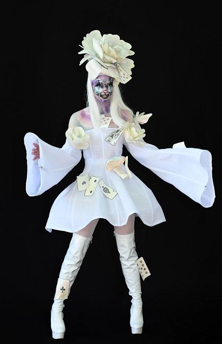 Своей оригинальной работой художница смогла удивить жюри и заняла 1-е место в специальной категории «Креативный макияж».