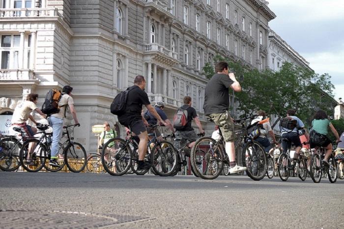 Поездка по Будапешту на велосипеде удивит основными городскими достопримечательностями.