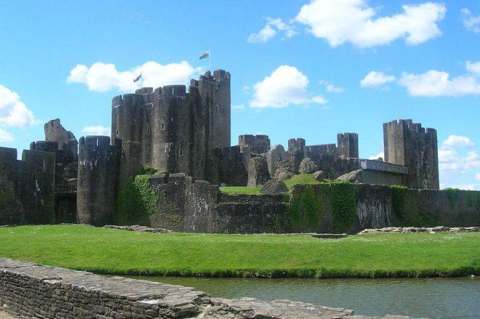 Один из величайших средневековых замков Западной Европы.