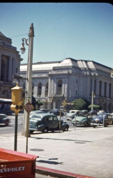 У здание мэрии в Сан-Франциско.