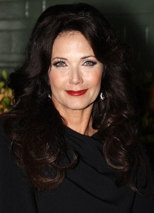 Звезда сериала «Чудо-женщина», который был популярен в 1970-х годах, говорит, что ее секрет красоты – улыбаться почаще.