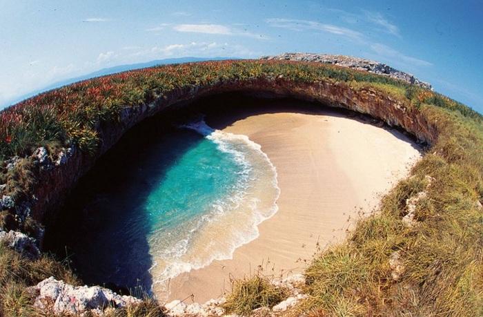 Самый скрытый пляж на острове Плая де Амор.