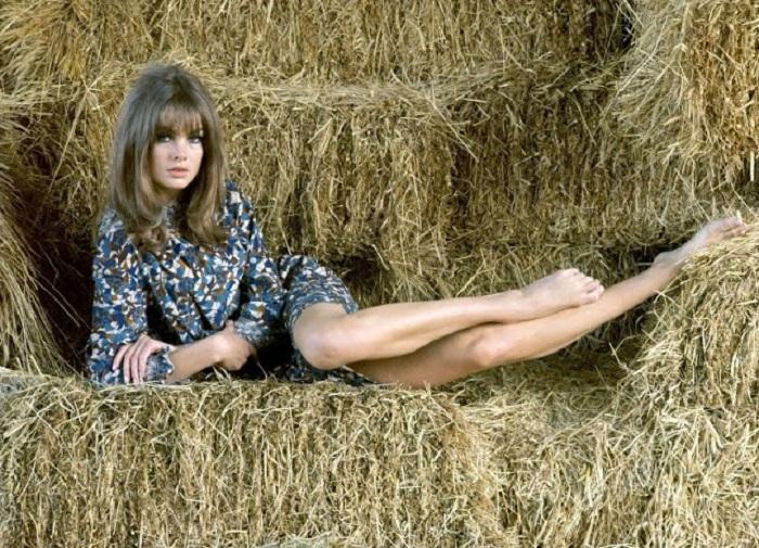 Английская модель и актриса случайно стала той самой девушкой, которая сделала популярной мини-юбку.