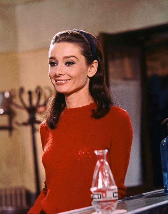 Легендарная киноактриса в роли главной героини Джоанны Уоллес из мелодраматического фильма «Двое на дороге».