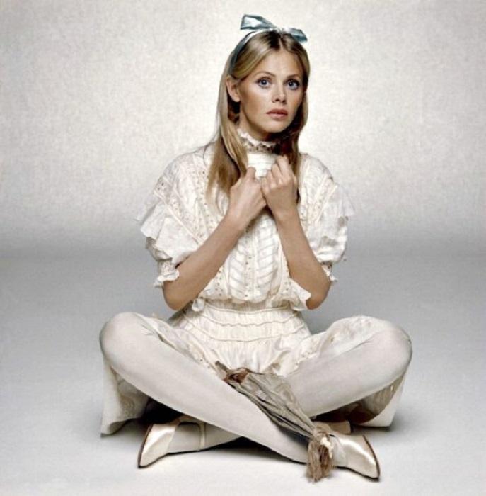 Самая известная из шведских красавиц 1960-х годов во время студийной фотосъемки у известного фотографа Терри О'Нила.