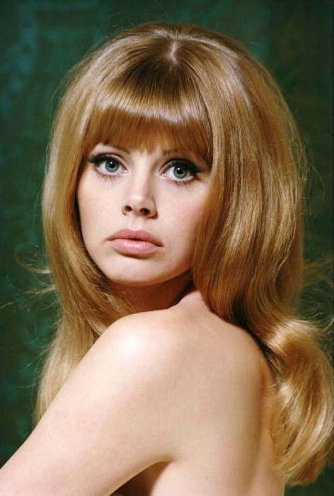 Шведская актриса и фотомодель стала девушкой английского суперагента Бонда из фильма «Человек с золотым пистолетом».