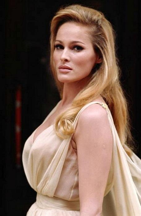 Швейцарская актриса известна не только ролью одной из первых«девушек Бонда», но и бессмертной волшебницы Аеши из фэнтезийного фильма «Она».