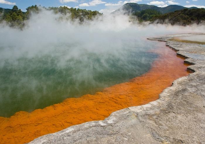 Долина является уникальной геотермальной зоной природы, славится самыми знаменитыми грязелечебницами, потрясающими и невиданными пейзажами.