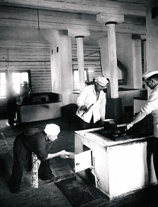 Приготовление обеда, 1947 год.