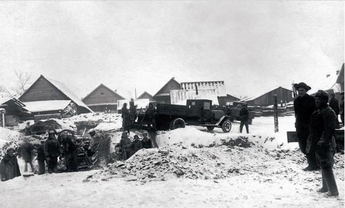 На строительстве дворца культуры «Металлург» в Сатке, 1948 год.