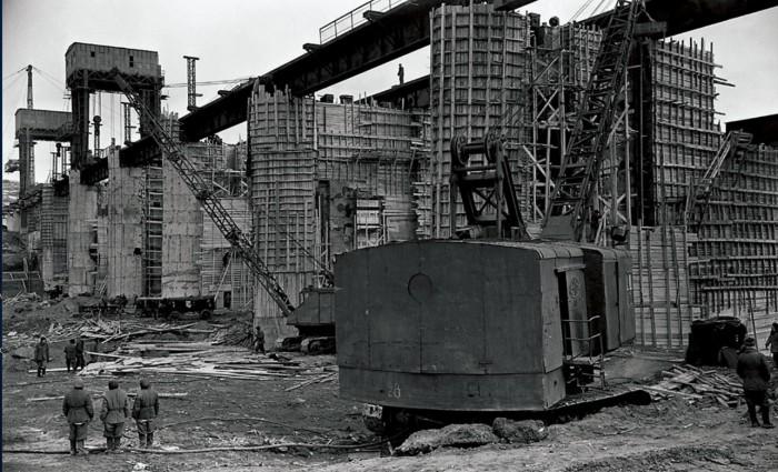 На строительство Южноуральской ГРЭС были вызваны лучшие специалисты, которые приехали на объект из многих регионов страны, 1948 год.