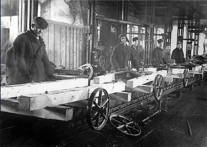 Внедрение конвейерной сборки. Челябинск, 1948 год.