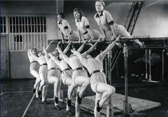 Гимнастки добровольного спортивного общества. Челябинск, 1948 год.