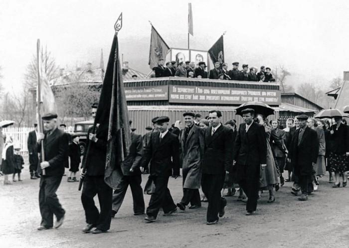 Майские праздники у побережья Чёрного моря в Аше, 1948 год.