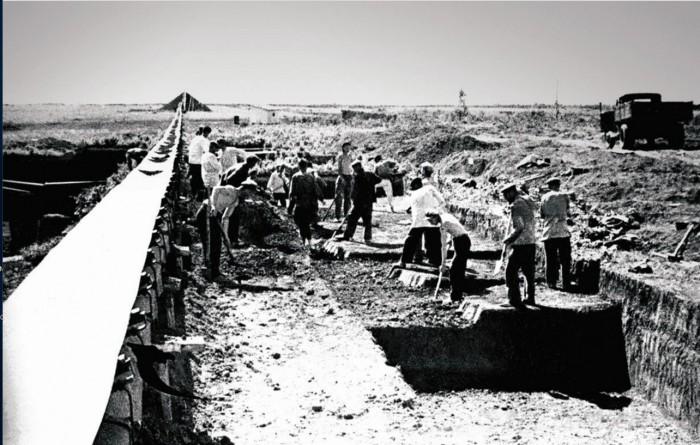 Транспортер - помощь при земляных работах. Челябинск, 1947 год.