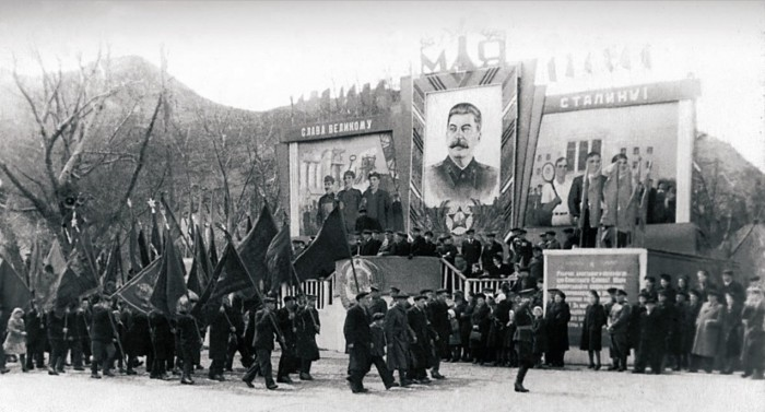Праздничное шествие в Златоусте, 1948 год.