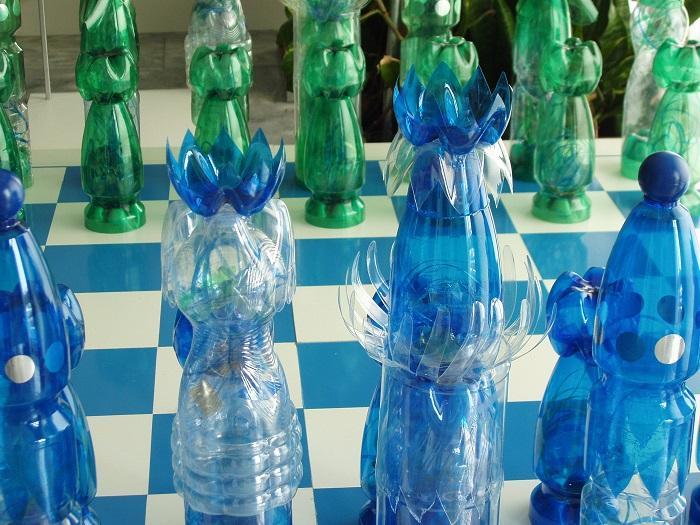 Удивительные фигуры, сделанные из обычных пластиковых бутылок.