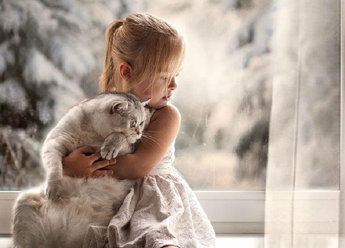 А за окном: то дождь, то снег...