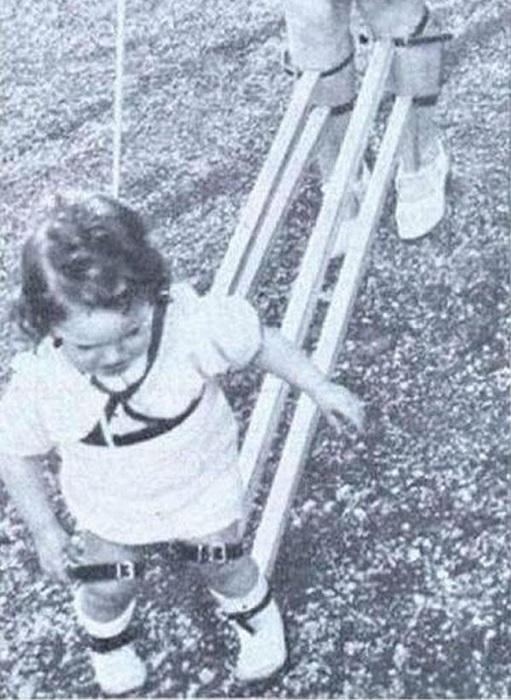 Устройство для обучения ребенка ходьбе, (Швейцария, 1939 год).