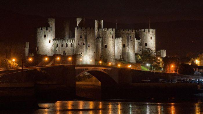 Средневековый замок, находится в городе-графстве Конуи в Уэльсе.