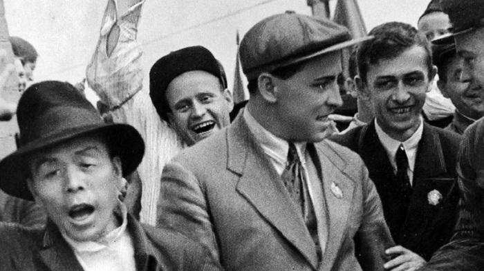 Установил трудовой рекорд по добыче угля, основоположник стахановского движения в СССР.