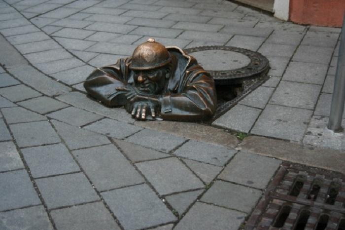 Самая известная статуя в Братиславе, выполнена из бронзы.