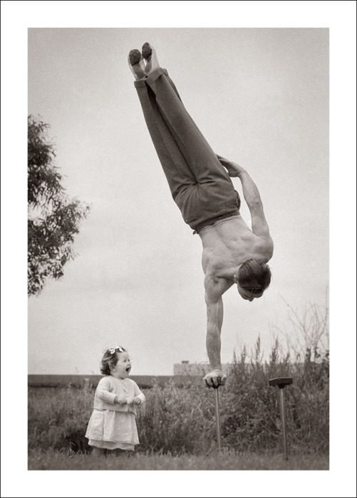 Отцы знают, как развеселить ребёнка.