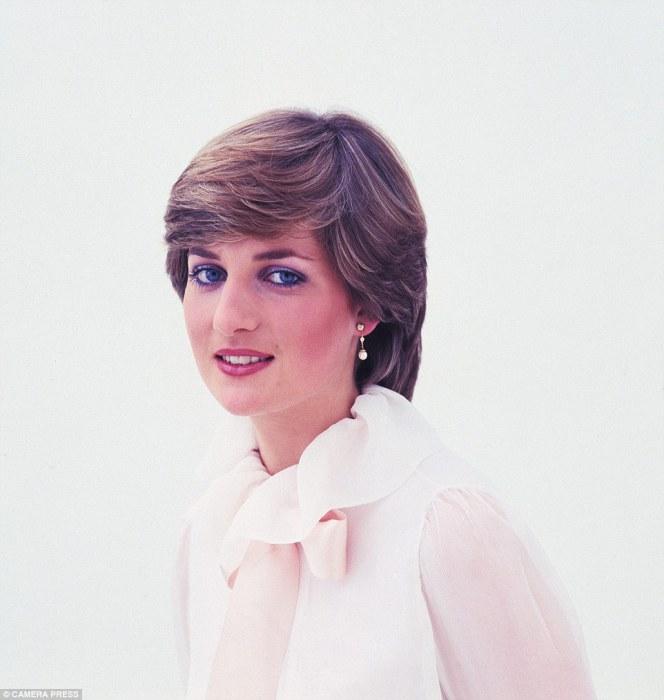 Портрет Дианы в шифоновой блузке с бантом, 1980 год.