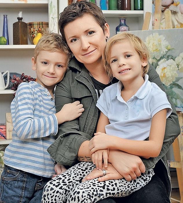 В перерывах между гастролями звёздная мама старается все свободное время проводить с детьми, причем обязательно весело и с пользой./Фото:pskov.kp.ru