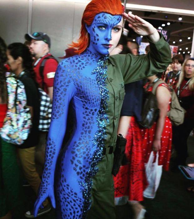 Оригинальный косплей на перевоплощающегося мутанта из серий фантастических фильмов «Люди Икс».