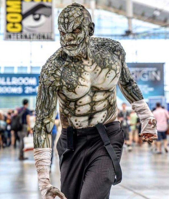 Участник фестиваля в костюме одного из персонажей супергеройского боевика «Отряд самоубийц».