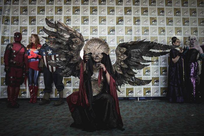 Жуткий и невероятно точный костюм персонажа из фильма «Хеллбой II: Золотая армия».