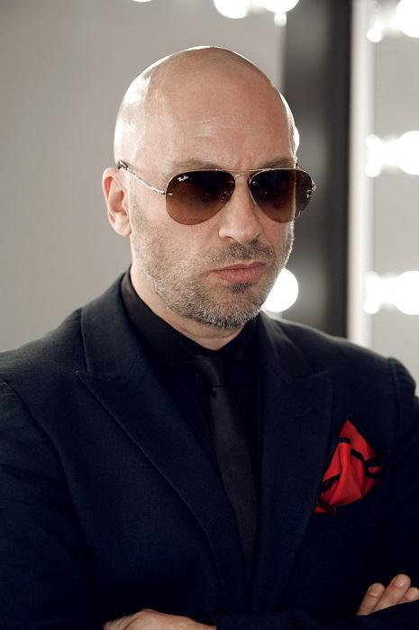 Российский актёр, музыкант, певец, шоумен, теле- и радиоведущий.