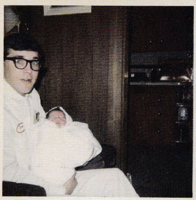 Дон с новорождённым сыном Куртом на руках, 1967 год.