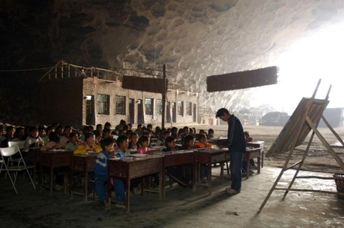 Донзонг — это образовательное учреждение, которое было основано в 1984 году и является одним из самых необычных в мире.