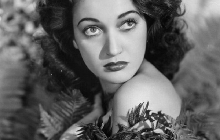 Портрет яркой американской актрисы и певицы.