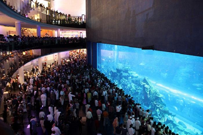 Самый большой торговый центр Дубая. ОАЭ.