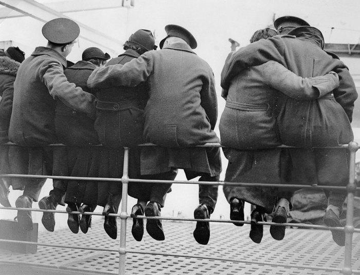 Английские солдаты перед уходом в Египет, 1937 год.