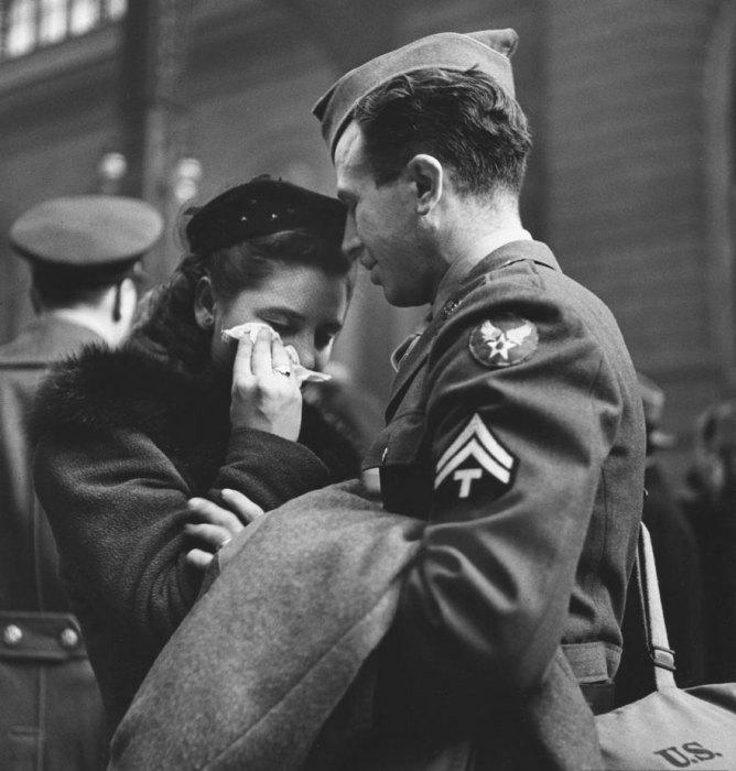 Прощание улетающего военного, 1943 год.
