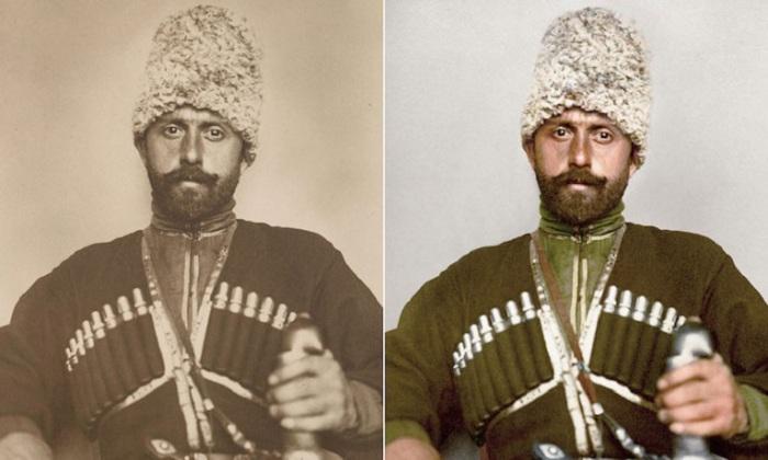 Папаха и зеленое пальто констатирует факт, что молодой человек служит в Уссурийском казачьем войске.