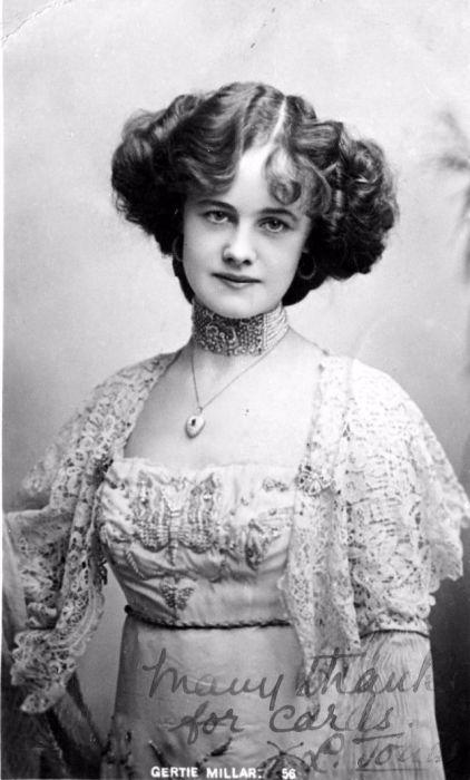 Английская актриса и певица начала ХХ века, известная по выступлениям в Эдвардианских музыкальных комедиях.