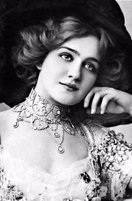 Популярная английская актриса мюзиклов и оперетт, певица Эдвардианского периода.